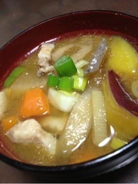 たっぷり根菜とさつま芋の豚汁