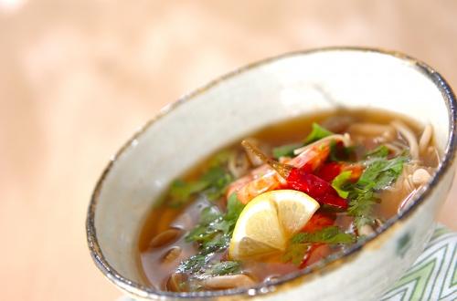 キノコのエスニックスープ