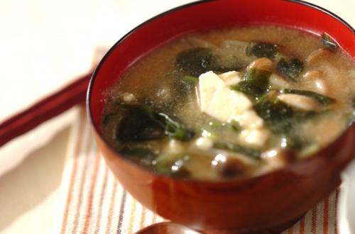 くずし豆腐のゴマみそ汁