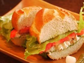 フレッシュトマトとチーズのサンドイッチ