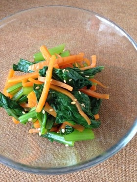 鉄分たっぷり*小松菜とにんじんのゴマ和え