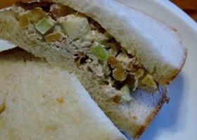食感が絶妙!チキンサラダ・サンドイッチ