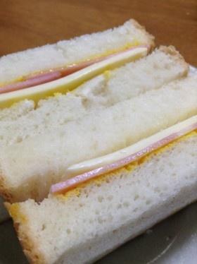 パパのマスタードハムチーズサンドイッチ