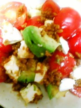 醤油麹のおつまみアボカドクリチプチトマト