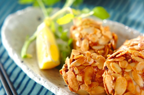 鶏つくねのアーモンド揚げ