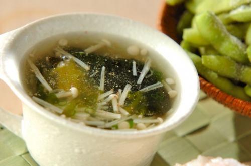 ワカメとエノキのスープ