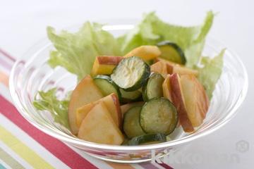 りんごときゅうりとレタスのサラダ