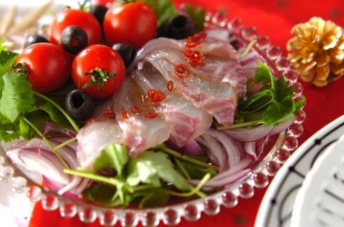 鯛と紫玉ネギのカルパッチョ