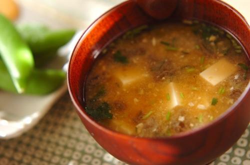 ジュンサイと豆腐のみそ汁