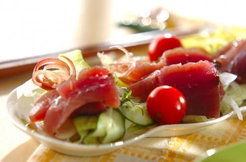 カツオと野菜のサラダ