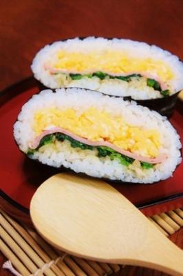 炒り卵とほうれん草バター醤油◆おにぎらず