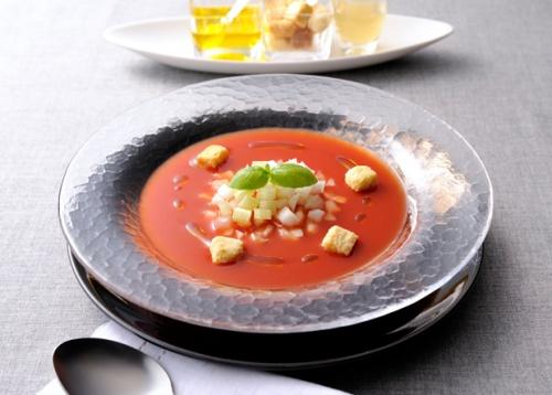 トマトジュースとバジルの簡単冷製スープ