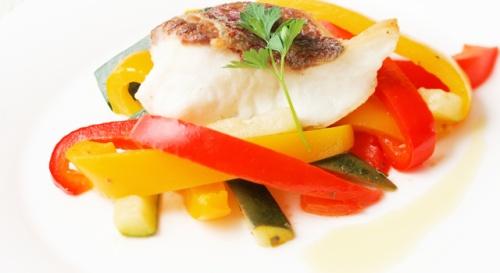 白身魚のソテーのペペロナータ添え