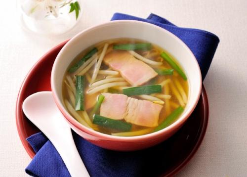 もやしとニラのカレー風味のスープ
