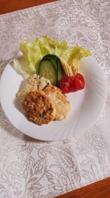 豆腐と鶏ミンチ、大葉で作ったハンバーグ