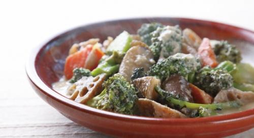 ブロッコリーと根菜の酒粕煮