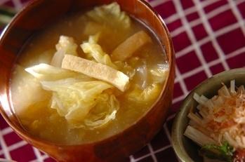 白菜とお揚げのみそ汁
