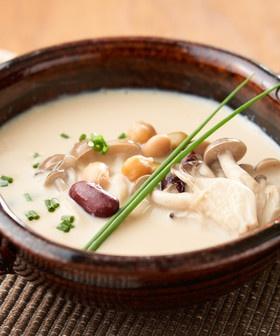 夜食にも♪簡単な豆乳ときのこの和風スープ