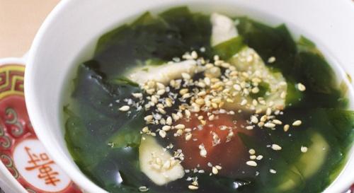 梅干しとわかめのスープ