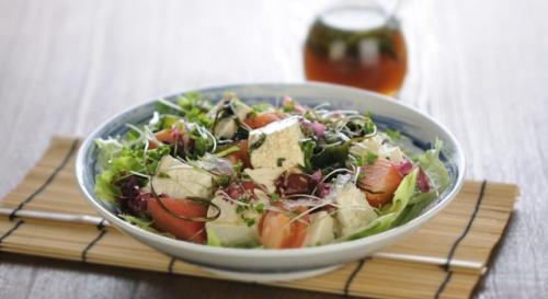 豆腐と海藻の和風サラダ