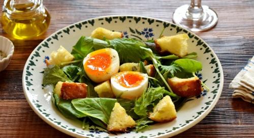 半熟卵とベビーリーフのサラダ
