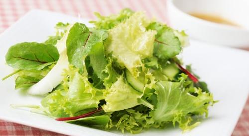 グリーン野菜サラダのアンチョビドレッシング添え