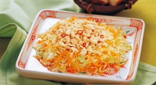 千切り野菜のひき肉サラダ