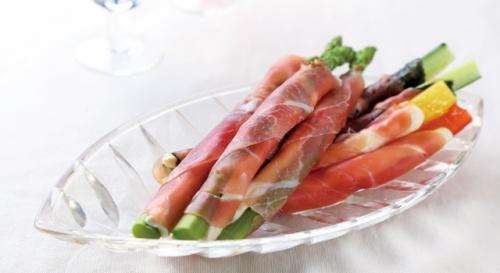 アスパラガスとチーズの生ハムスティックサラダ