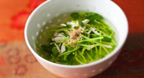 豆苗と鶏ささ身のあっさりスープ